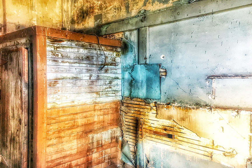 Pastel rendering of a peeling wall in an abandoned speakeasy