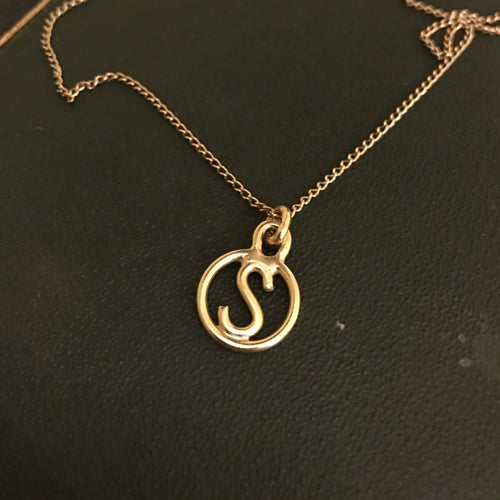 DAYA DAYA HANDCRAFTED 18ct YELLOW GOLD INITIAL 'S' PENDANT