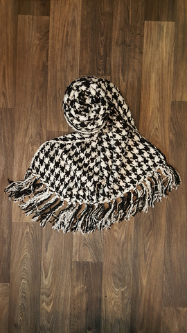 Black & White Houndstooth Knit Pattern Scarf