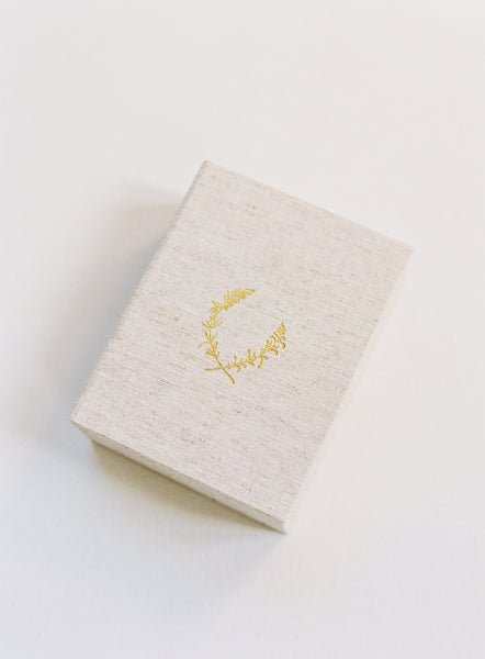 Oatmeal Linen 150-Print Linen Box with 24k Gold Lavender Crest Stamp