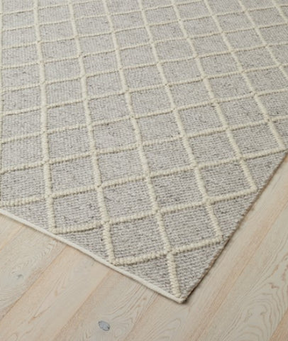 Mitre Rug / Feather / 200 x 300cm