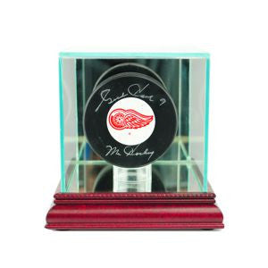 Single Hockey Puck Display Case with Cherry Moulding