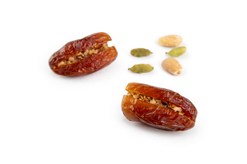 Sagie Dates with Almond and cardamom صقعي بالهيل واللوز