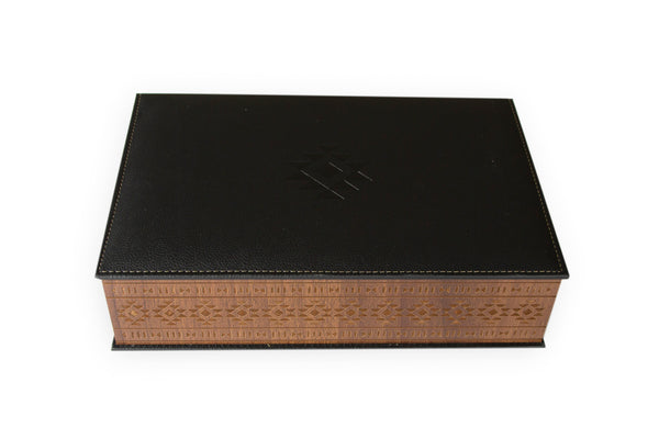Premium leather and engraved wood box خشب محفور مع جلد فاخر معبأة بتمور محاشي