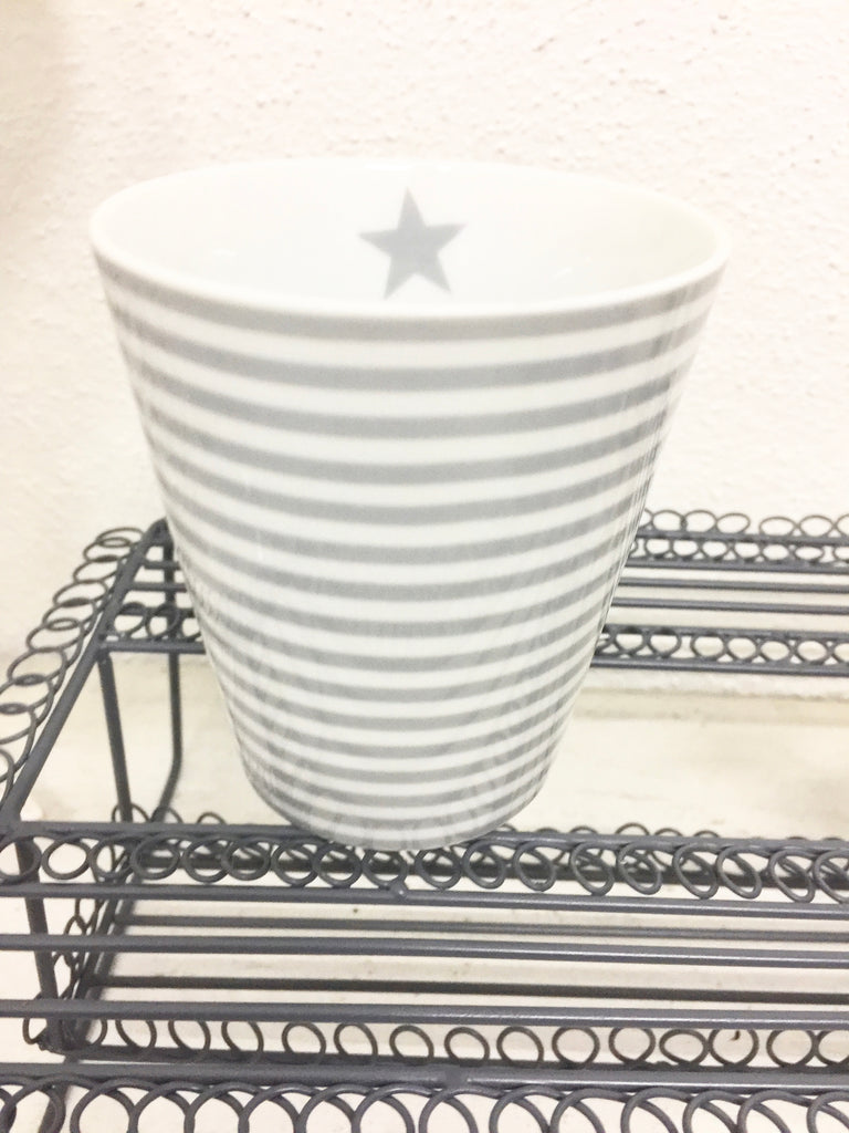 Becher grau | weiss schmal gestreift - Happy Mug Thin Stripes grey