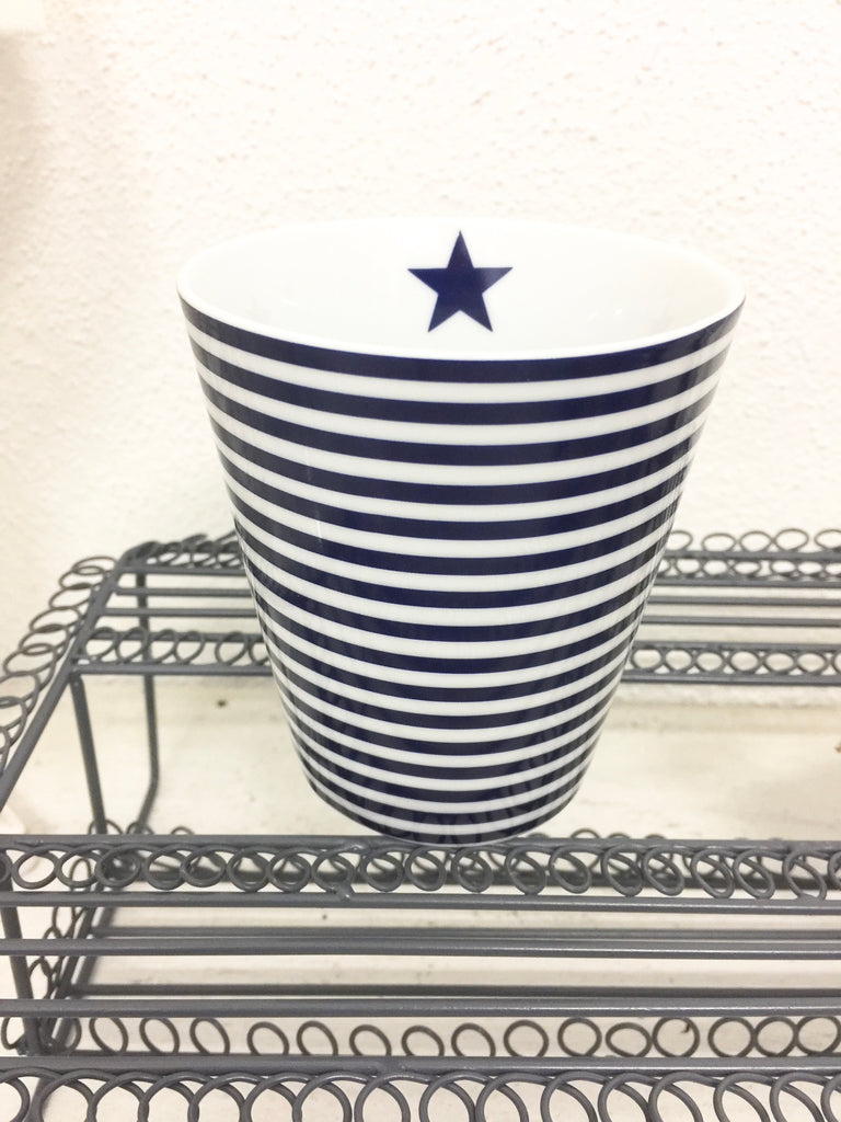 Becher blau weiss gestreift schmal - Happy Mug Thin Stripes blue