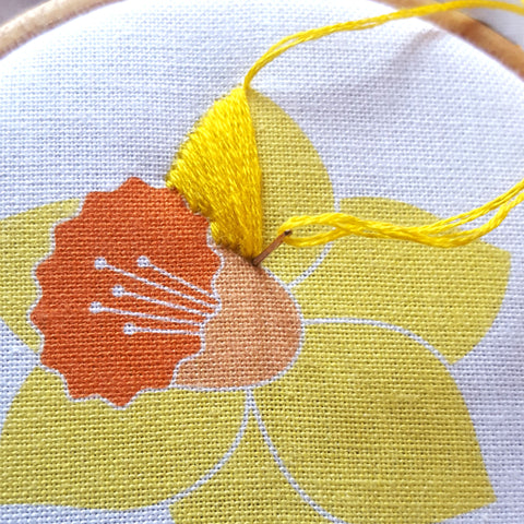 Free Flower EMbroidery Pattern, Easter Daffodil Hoop Art Pattern, Flowers Needlework Template
