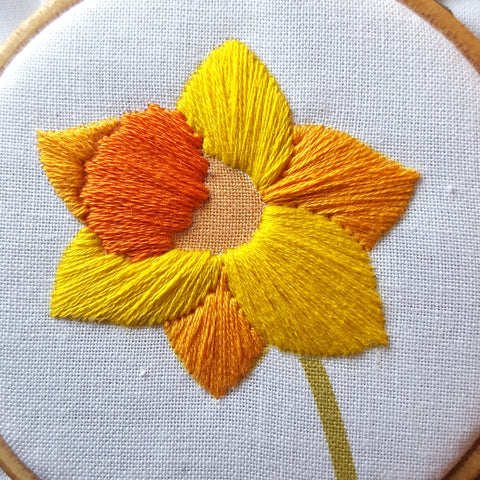 Free Easter Embroidery Pattern, Daffodil Needlework Download, Spring Hoop Art, Free Flower Pattern