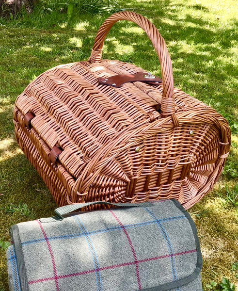 The Downton - a  fitted oval willow picnic hanper for 4