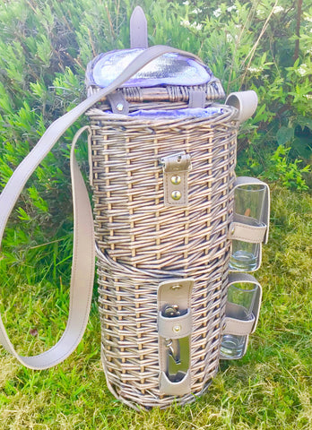The Countryman Single Bottle basket with 2 glasses  and shoulder strap