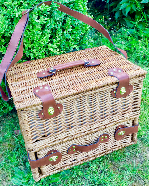 The Mayfair trunk willow picnic hamper with shoulder strap