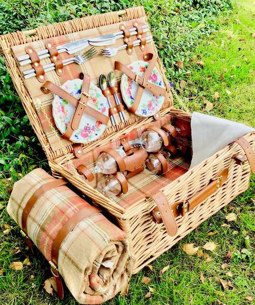 The Grange - a tweed lined willow Picnic Hamper for 4