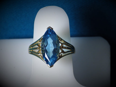 10 Kt Gold Blue Topaz Ring - Bestwire Jewelry
