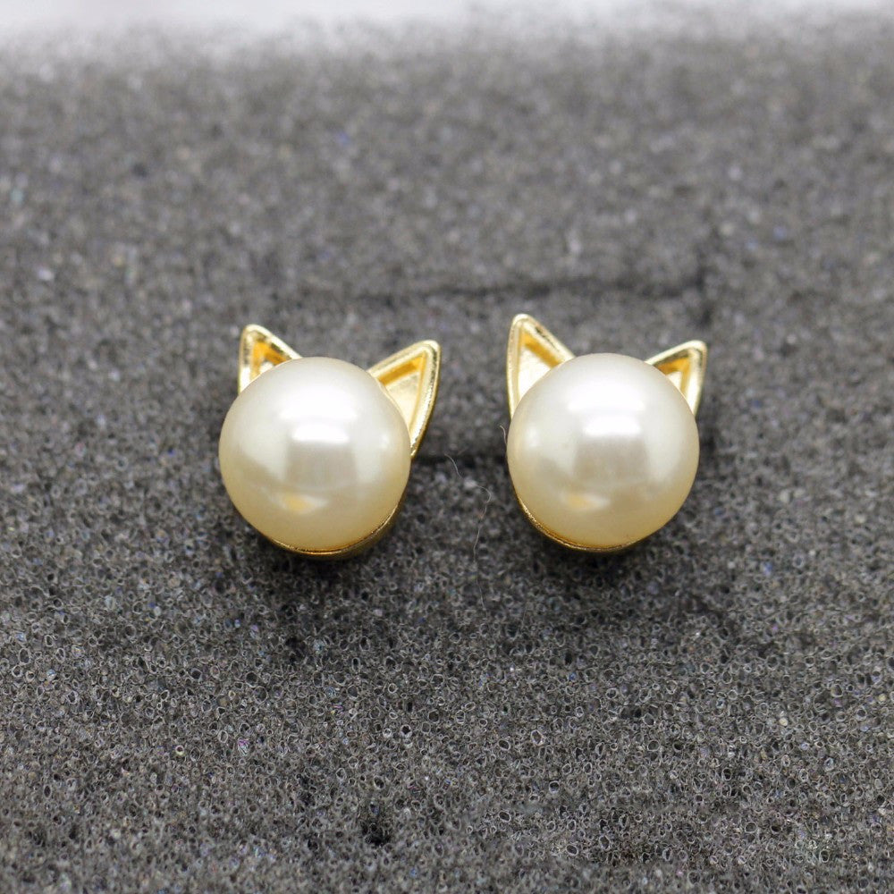 CAT PEARL STUD EARRINGS OFFER