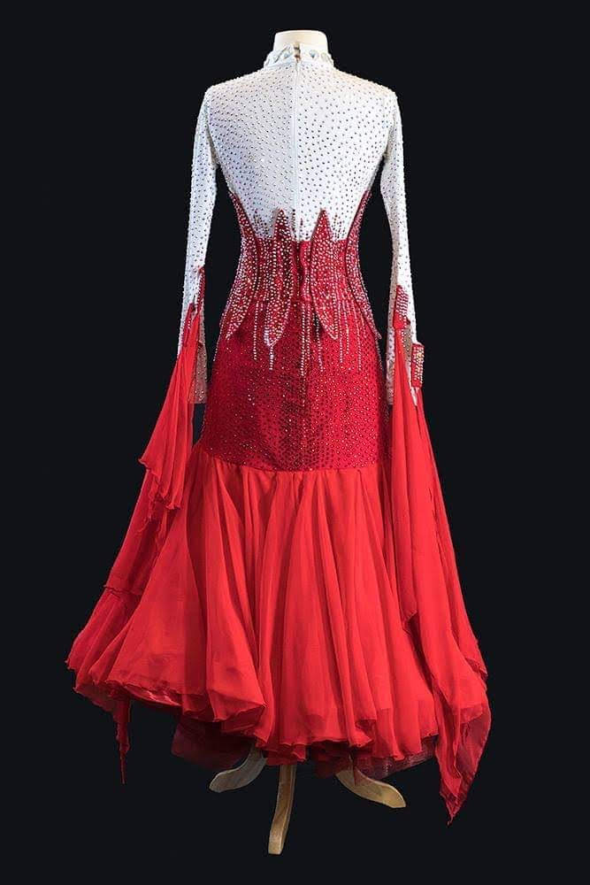 Modelo Couture Red and White Standard Gown
