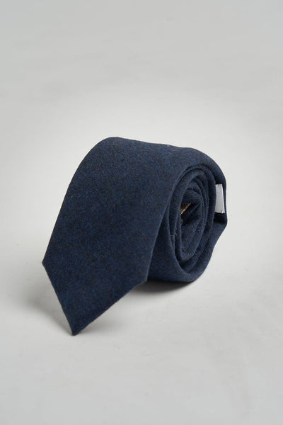 The necktie azul marino