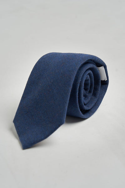 The necktie azul índigo