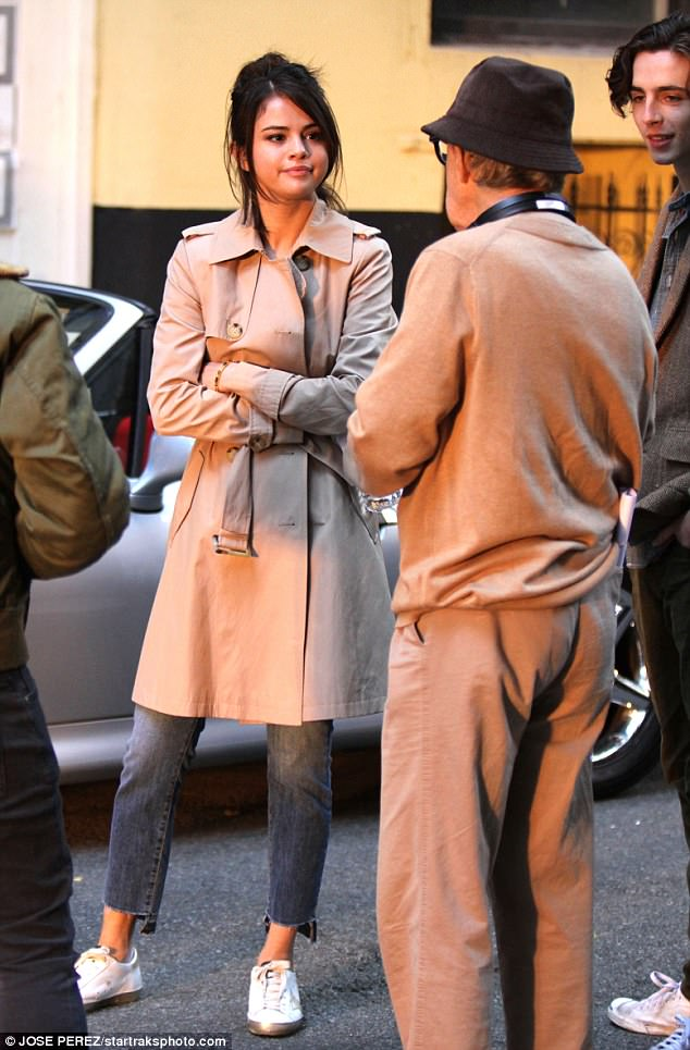 Selena Gomez Rocks Gorgeous Trench Coat