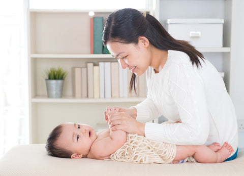 mom drying up baby after colloidal oatmeal bath