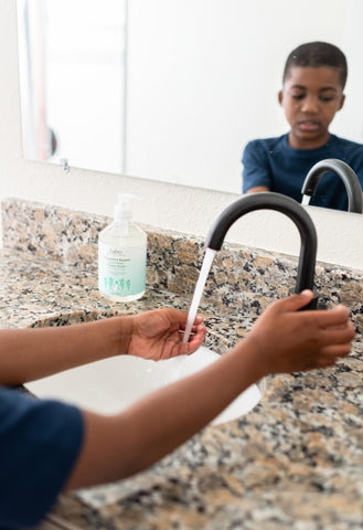 Young kid washing hands