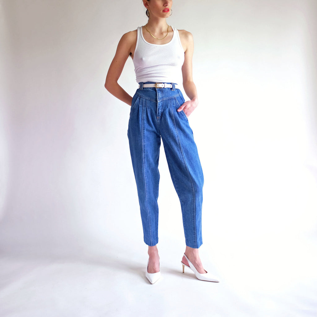 Vintage High Waisted Pleated Tapered Leg Jeans - Sz 4 / W23