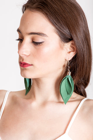 The Leaf earrings - green & silver