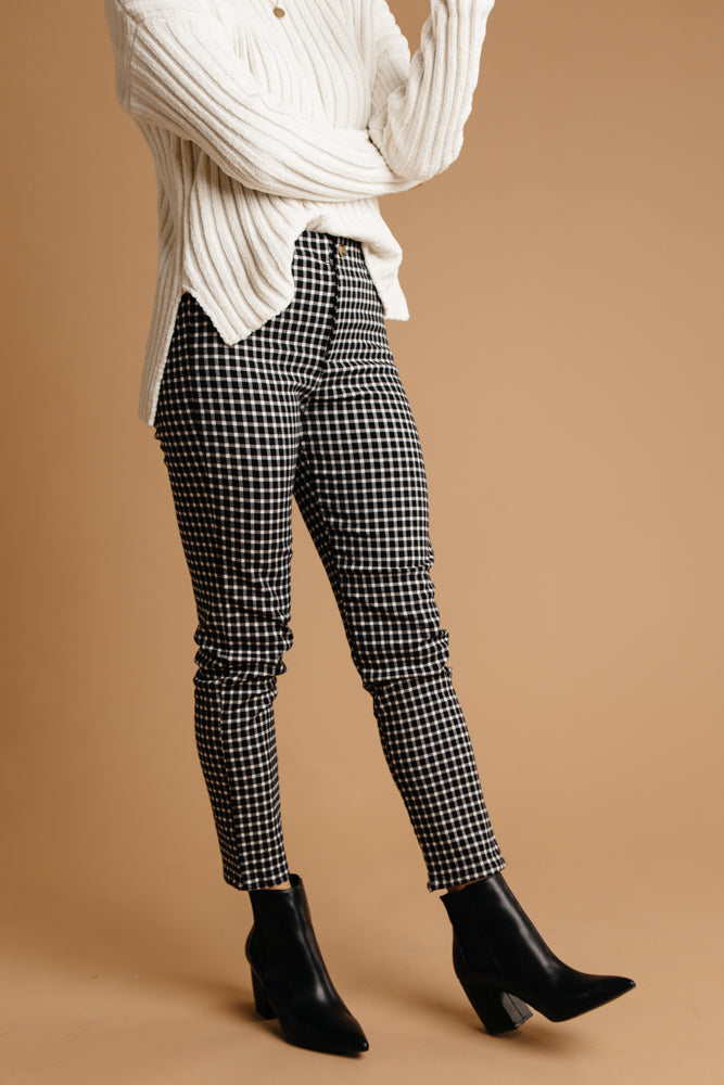 Hip Hugging Cropped Pants Bohme