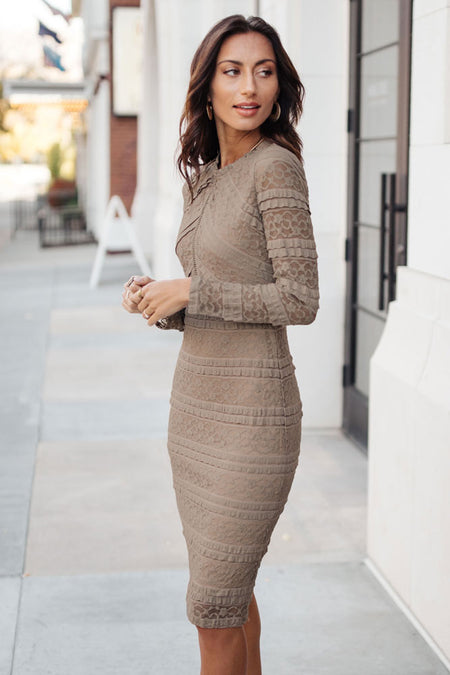 Carmen Lace Dress in Mocha