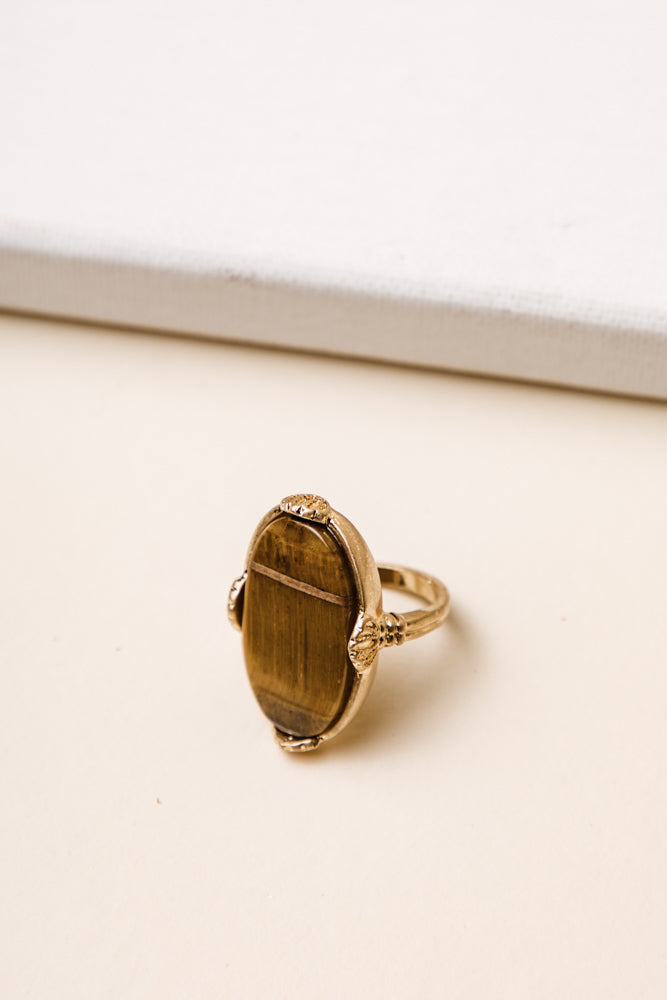Bourgeois Art Deco Ring in Brown