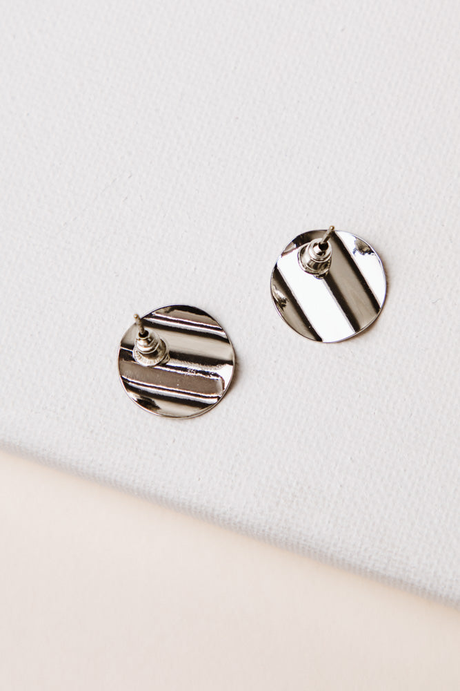 Wavy Circle Earrings in Silver