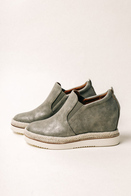 Toni Sneaker Wedge in Olive