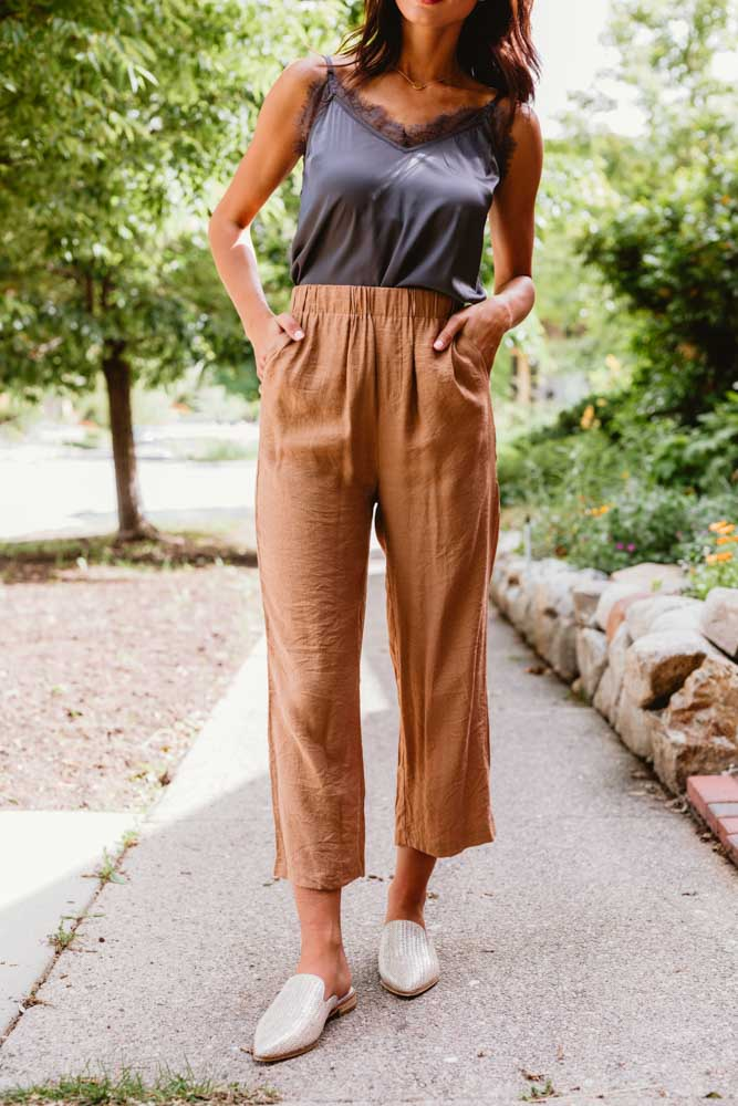 Cassie Cropped Pants in Brown