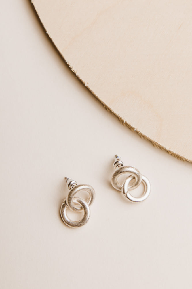 Circle Link Earrings in Silver
