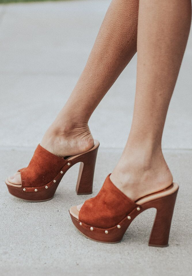The Daisy Clog in Cognac - Bohme