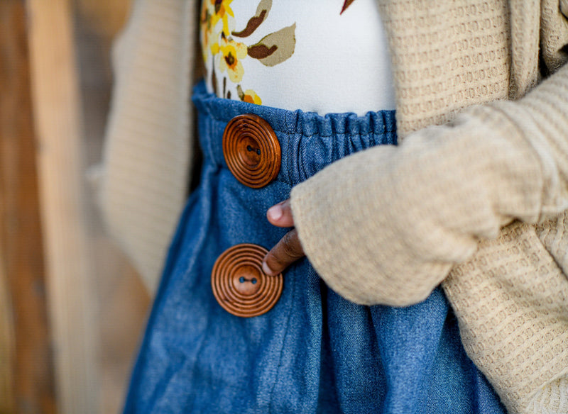 Denim jean skirt with wooden buttons
