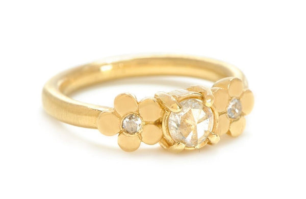 Cala Lily Ring in 18k Gold with Diamonds
