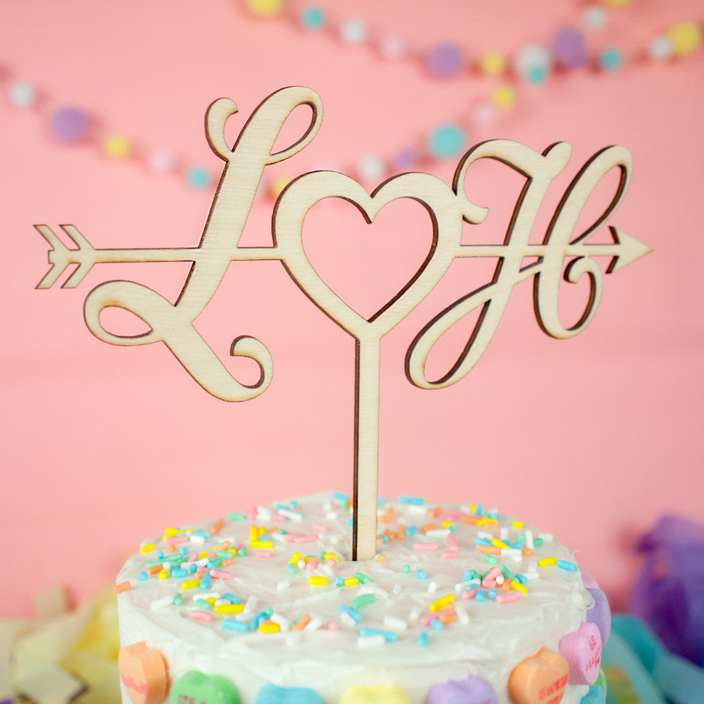 Personalized Arrow & Heart wood cake topper - www.boobaloo.com