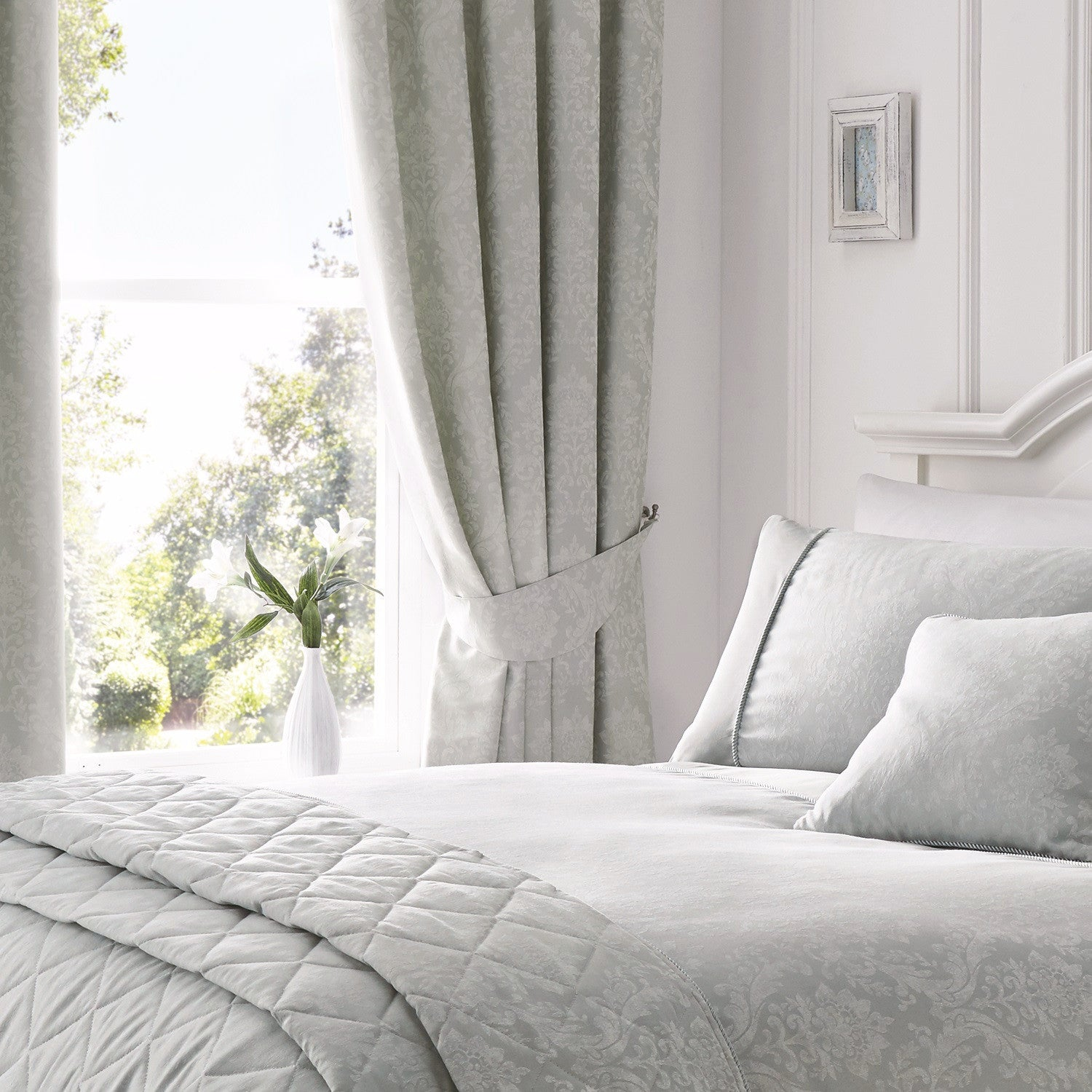 Laura Silver Damask Jacquard Bedding & Curtains – Bela Casa Home