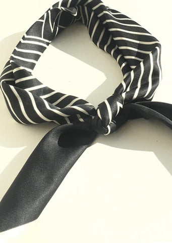 The Stretch Bow Pearl Belt