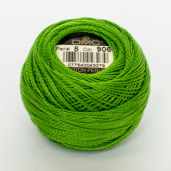 Perle No.8  906 Medium Parrot Green