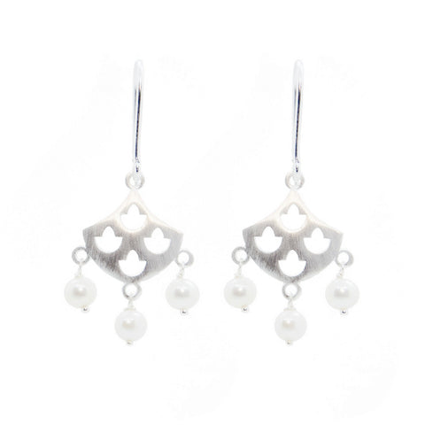 Tulip Pearl Earrings Silver