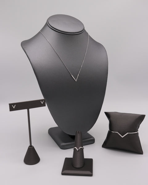 """V"" Silver Necklace - Artizen Jewelry"