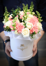 Designer's choice hat box - K-BLOOMING FLOWERS