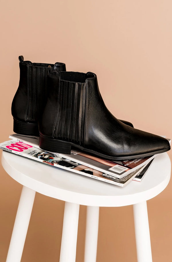 Nikki Pointed Black Boots