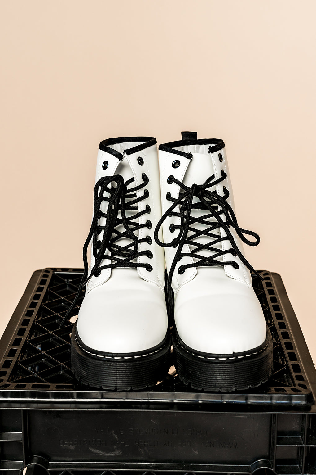 Alex Platform Boots in White