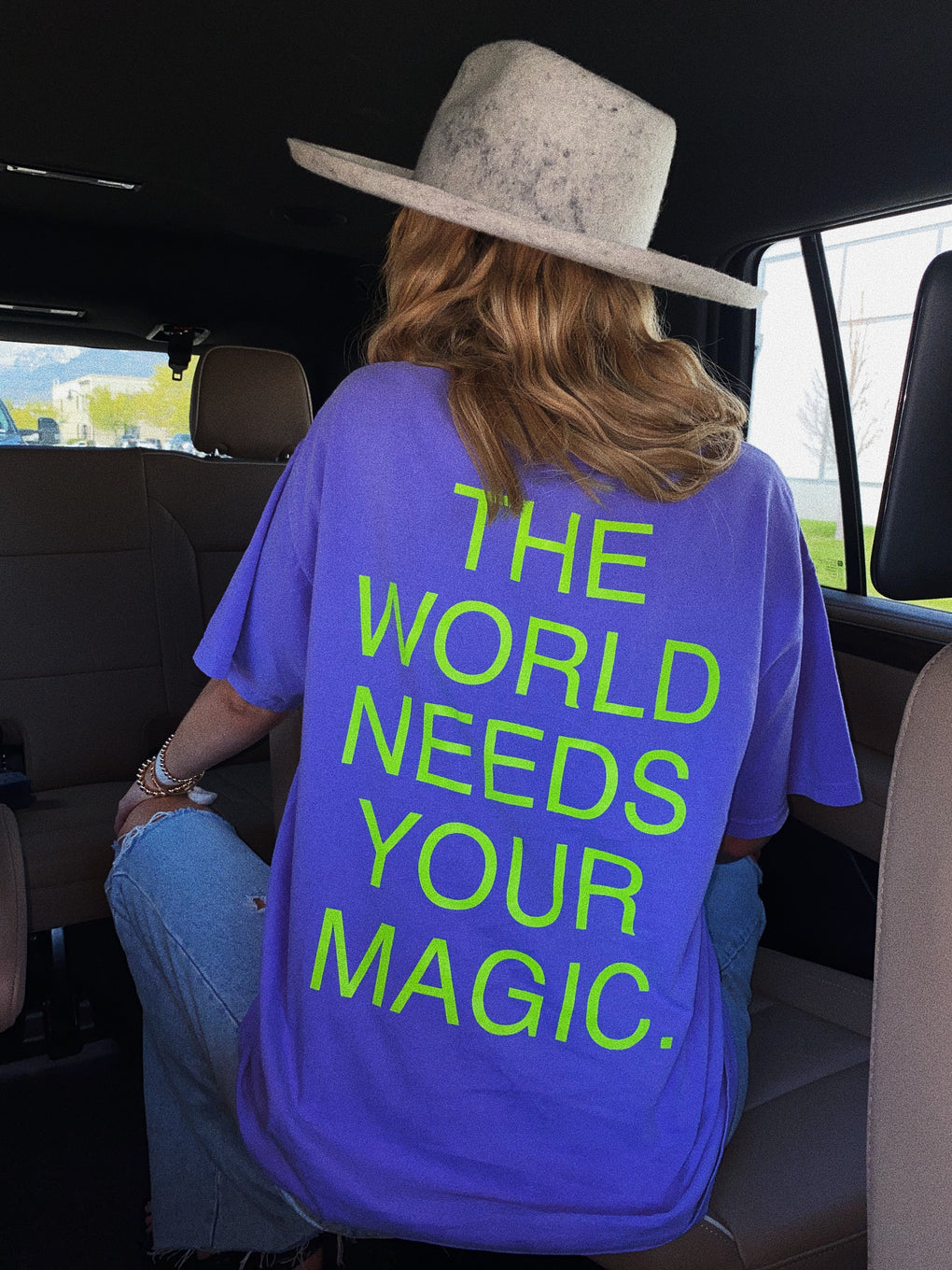 LALA ORIGINAL DESIGN: The World Needs Your Magic Tee in Lavender/Neon