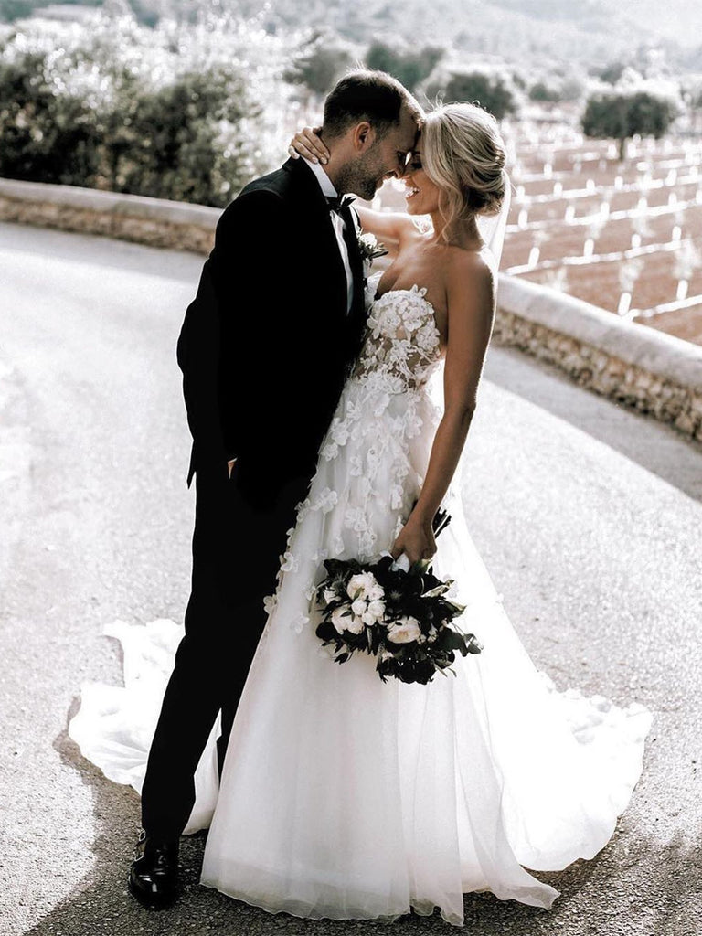 Stunning Sweetheart A-line Wedding Dresses Tulle Appliqued Gowns WD285