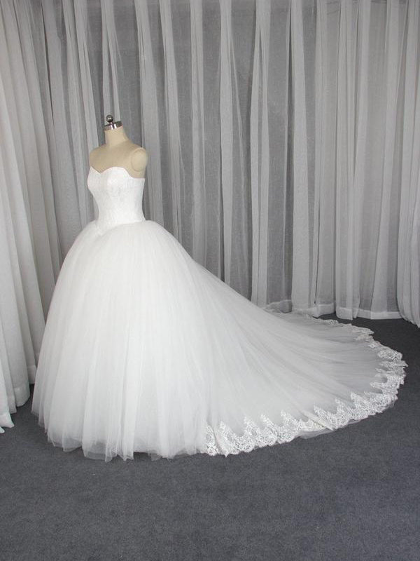 Elegant Off-The-Shoulder Tulle Lace Ball Gown Wedding Dresses  Bridal Gowns WD513