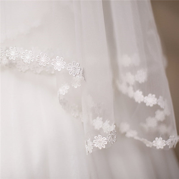 Lovely Short Tulle White Wedding Veil With Appliques WV020