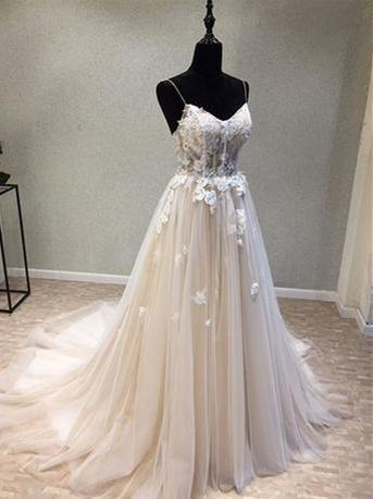 BohoProm Wedding Dresses A-line Spaghetti Strap Chapel Train Tulle Appliqued Wedding Dresses With Flowers SWD033